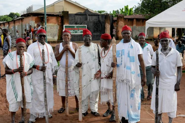 Elders from Ogbeaku await the arrival of the King beside their canopy.
